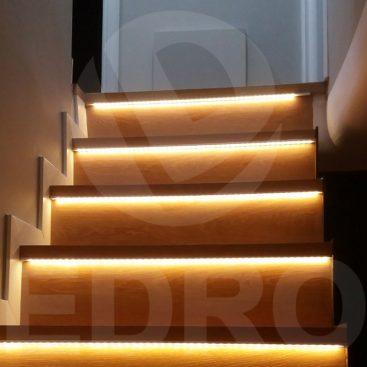 Δρύινη Σκάλα εσωτερικού χώρου με κρυφό φωτισμό